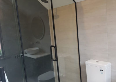 Duet-Sliding-Shower-Door-Black-Casing